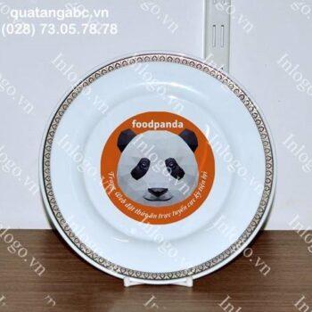 In đĩa sứ với gấu panda dễ thương