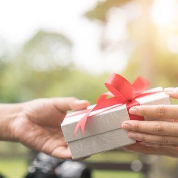 tặng quà người nước ngoài